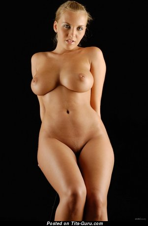 Изображение. Фотография сексуальной обнажённой девушки с большими сисечками