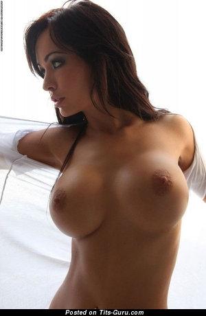 Изображение. Изображение сексуальной обнажённой леди с большими силиконовыми дойками