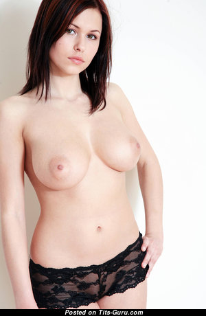 Amazing Babe with Amazing Nude Natural Normal Chest (Hd 18+ Foto)