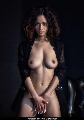 Good-Looking Nude Babe (Xxx Photoshoot)
