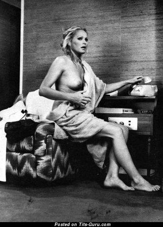 Изображение. Ursula Andress - картинка сексуальной обнажённой женщины с средней натуральной грудью