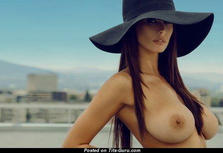 Marvelous Undressed Babe (Xxx Photoshoot)