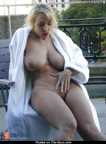Danni Ashe - Fine Topless American Blonde Pornstar with Fine Naked Round Fake G Size Knockers (Sex Foto)