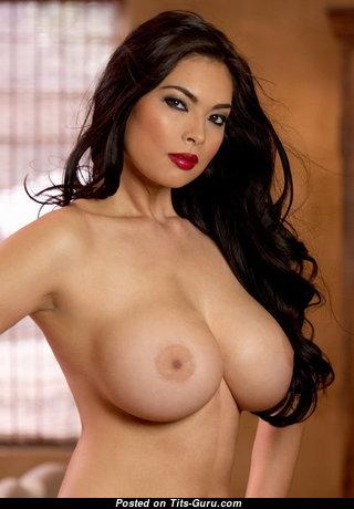 Супер обнажённая красотка (порно фото)