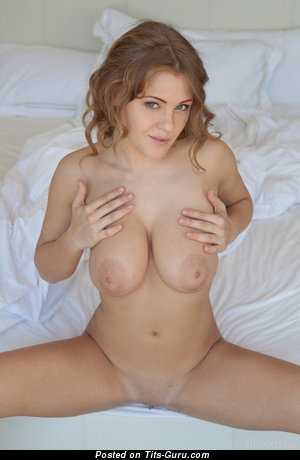 Image. Viola Bailey - naked hot girl with medium natural tots photo