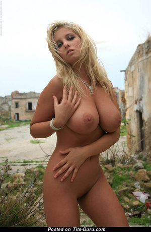 Alluring Lassie with Alluring Nude Natural J Size Melons (Hd Porn Picture)