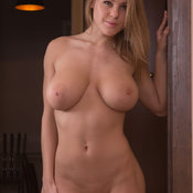 Viola Bailey - hot lady with huge natural tittes pic
