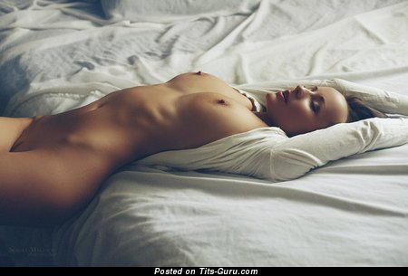 Anna Reis - sexy naked hot girl with medium natural boobs picture