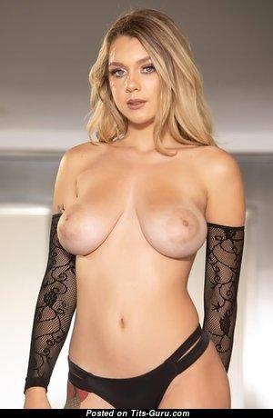Adorable Naked Babe (18+ Photo)