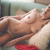 Awesome lady with big natural tittys pic