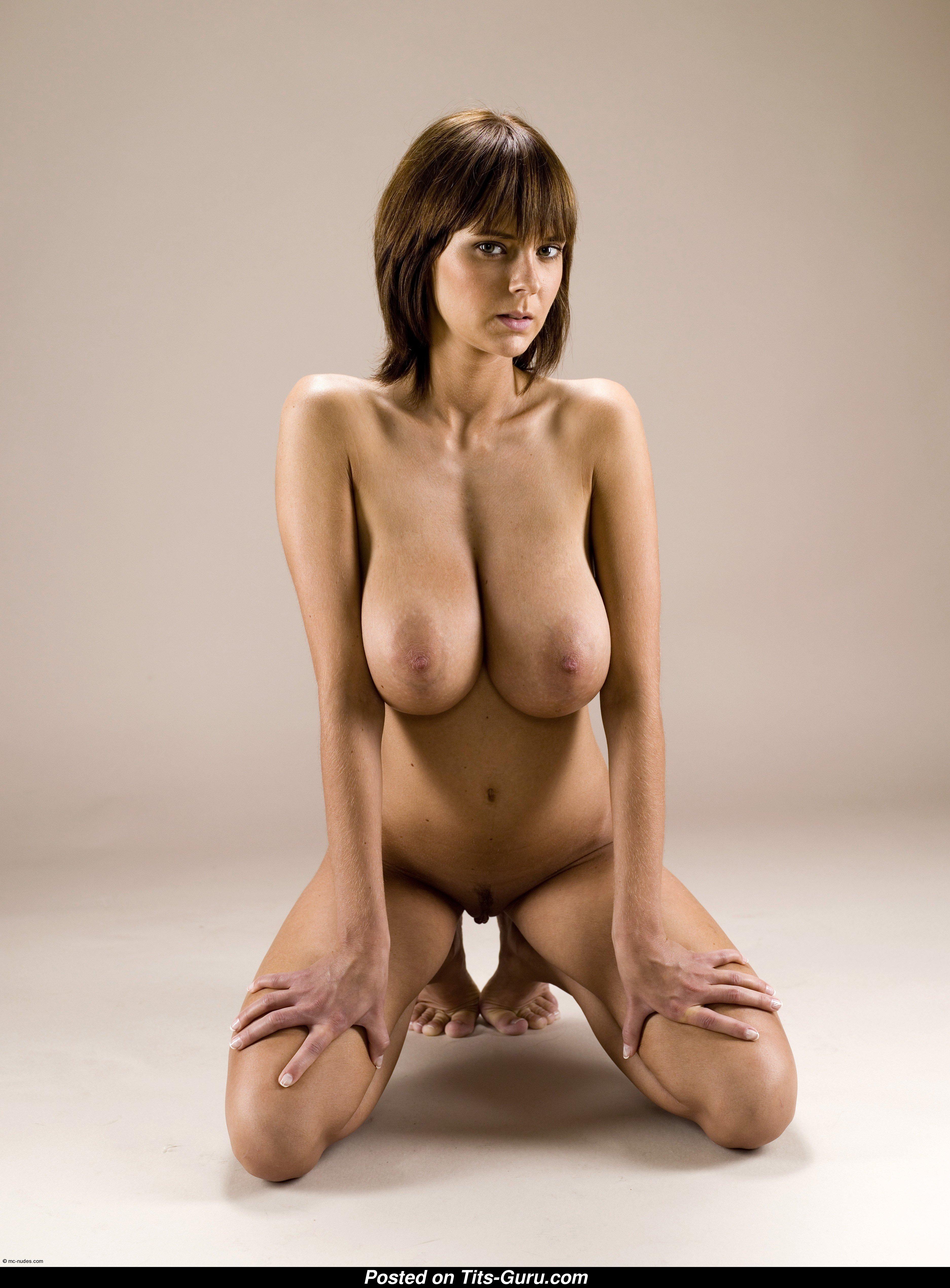 Slim nude girl pussy