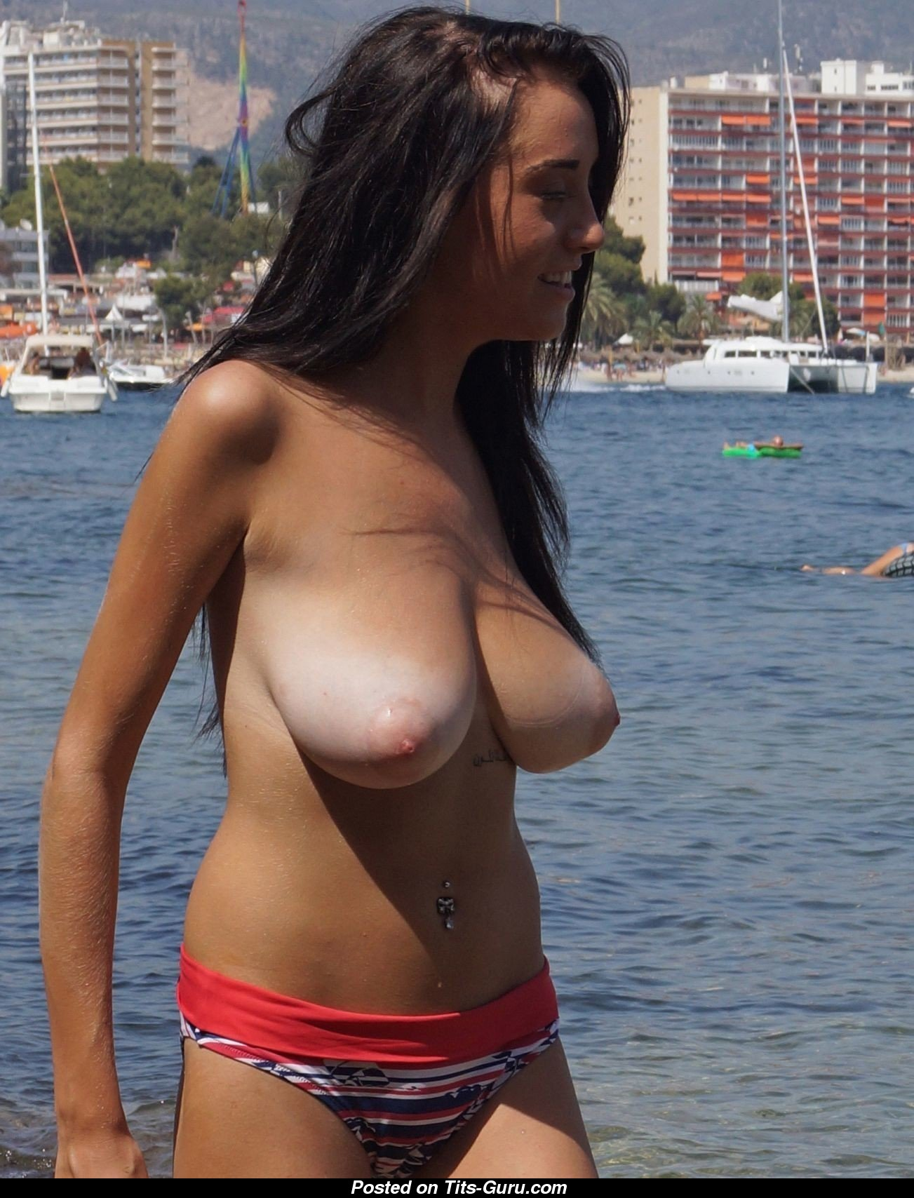 topless amateur brunette with medium natural tittes picture | 25.03