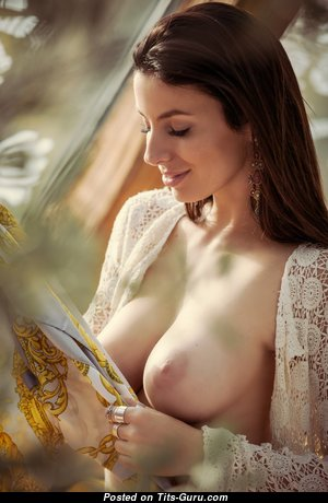 Marvelous Babe with Marvelous Exposed Real Mid Size Titties (Hd Sexual Foto)