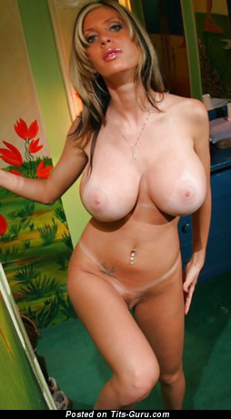 Alexia Moore - sexy naked blonde with medium boobies and big nipples photo