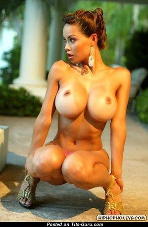 Роскошная нагая красотка (порно изображение)