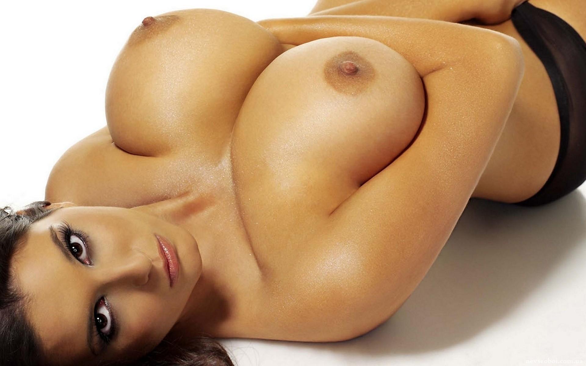 Сиски бесплатно эротика 4 фотография