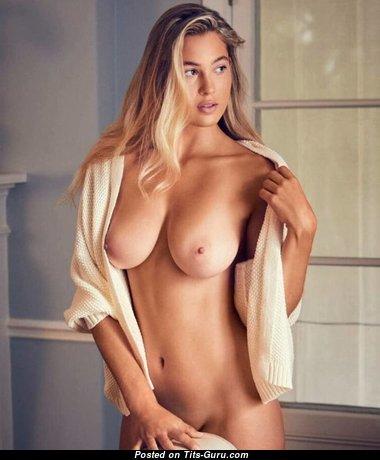 Splendid Babe with Splendid Bare Real Mid Size Boobies (Xxx Pic)