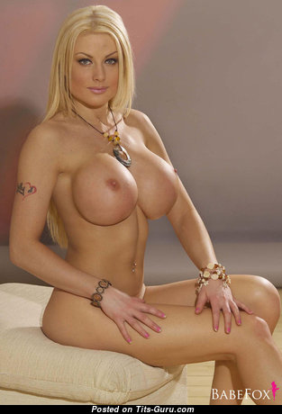 Kelly Bell - Amazing British Blonde with Amazing Open Round Fake Tittes is Undressing (Sexual Foto)