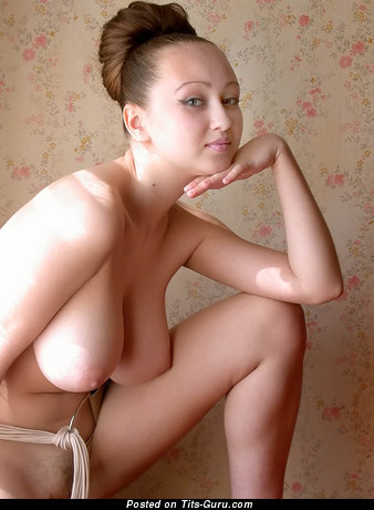 Aneli: naked amazing lady with big natural boob pic
