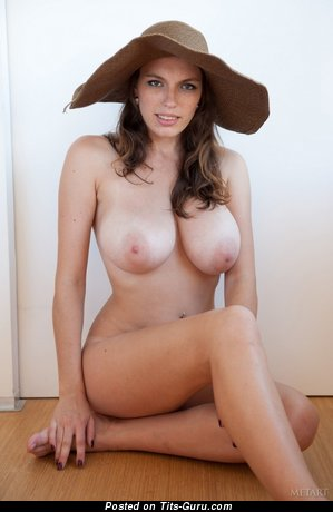 Image. Naked hot woman with natural tittes pic