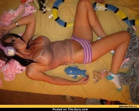 Изображение. Фотография невероятной обнажённой девахи с большой силиконовой грудью