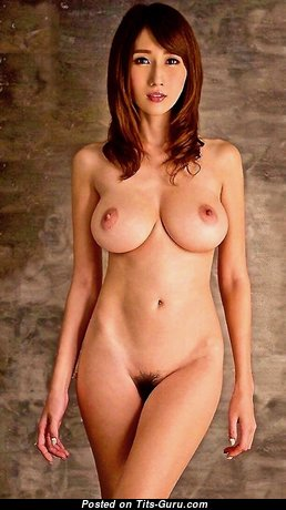 Julia Boin: гламурная и топлесс брюнетка порнозвезда (Япония) с умопомрачительными голыми натуральными средними цицьками,торчащими сосками,с загаром (hd ню изображение)