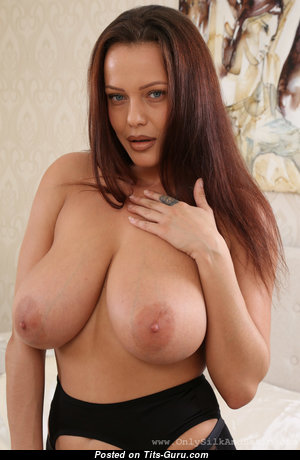 Elle Faye - Gorgeous Topless Lady with Gorgeous Bald Natural Big Titties & Giant Nipples in Panties (Hd Xxx Photoshoot)