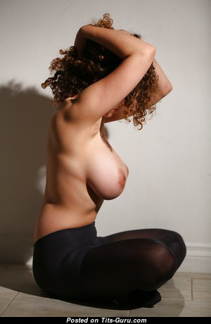 Perfect Glamour Babe with Perfect Bare Real Medium Boobys (Hd Porn Foto)