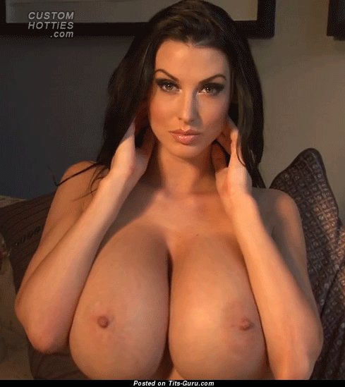 Sexy naked brunette with big tittes & big nipples gif