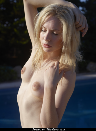 Yummy Topless Blonde Babe (Hd Porn Pix)