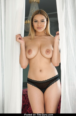 Image. Lacey Banghard - nude blonde with big natural breast pic