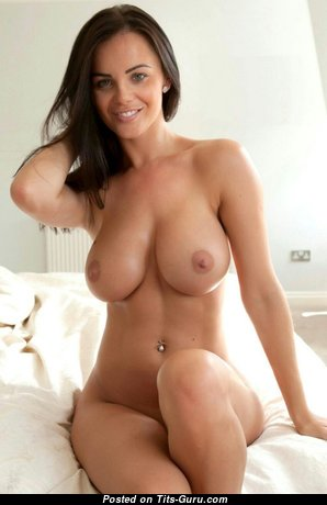 Perfect Unclothed Brunette Babe (18+ Photoshoot)