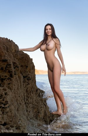 Alisa Amore (aka Alisa I) - Alluring Topless Lady (Hd 18+ Image)