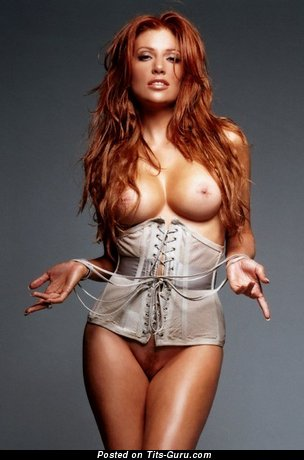 Angie Everhart - naked beautiful girl with medium boob pic