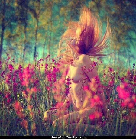 Изображение. Фотка умопомрачительной девахи топлесс