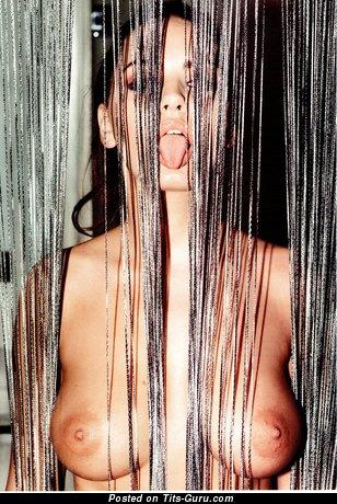 Изображение. Sabine Jemeljanova - картинка шикарной раздетой девушки с средними натуральными сисечками, большими сосками