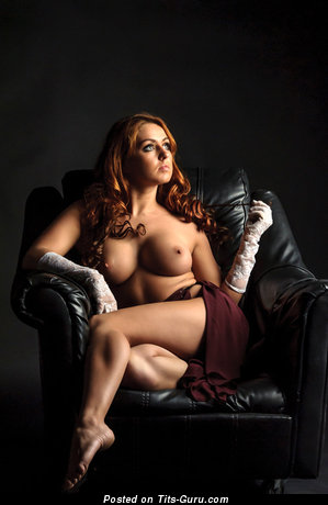 Изображение. Картинка обалденной раздетой девушки с среднего размера сисечками
