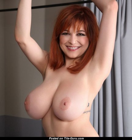 Superb Babe with Superb Naked Natural Breasts (18+ Photoshoot)