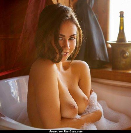 Good-Looking Topless & Wet Brunette (Hd Xxx Pic)