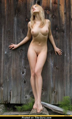 Nude awesome lady pic