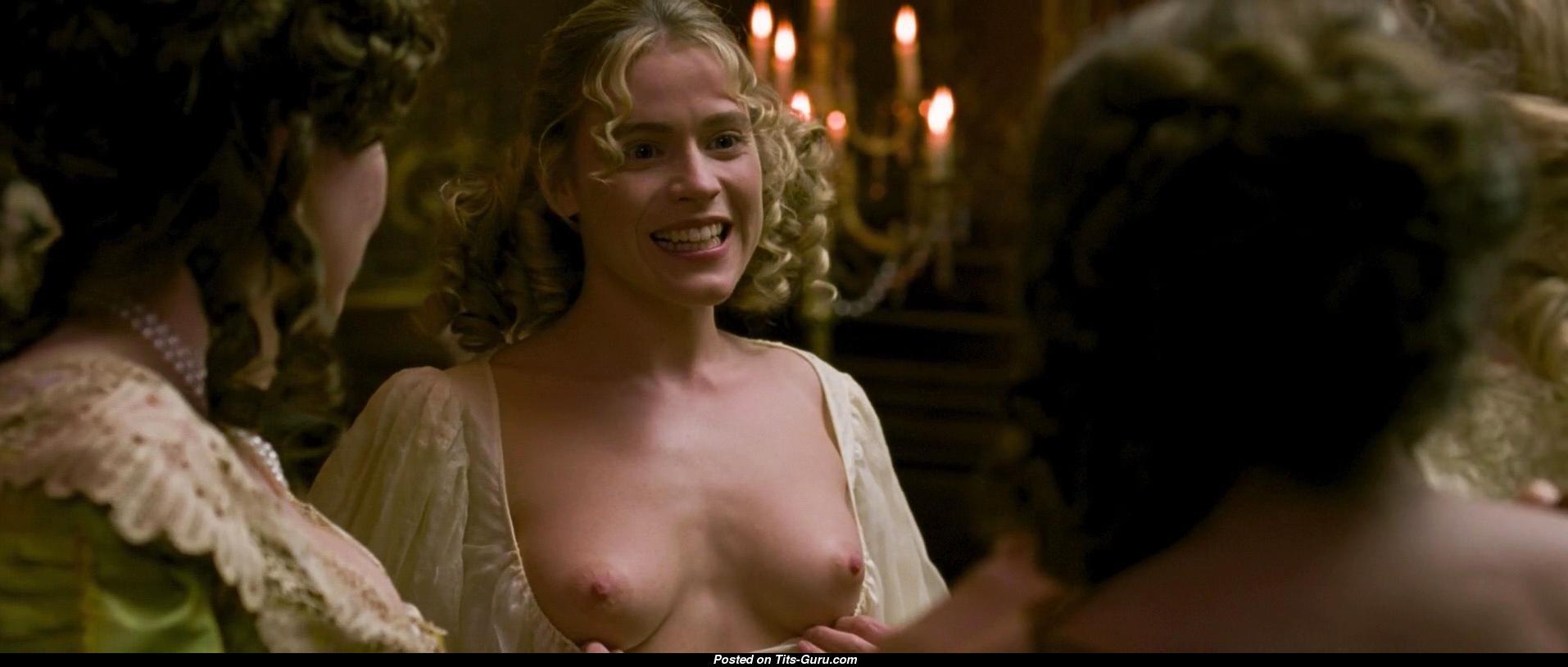 Kate winslet sexy boobs