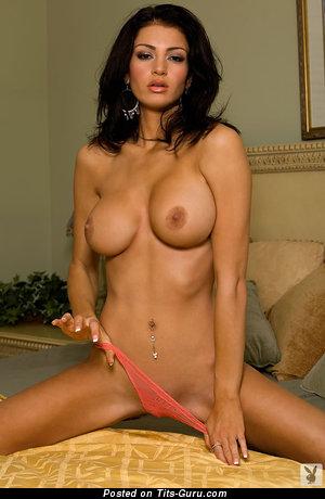 Изображение. Julianna Reed - изображение сексуальной раздетой брюнетки с среднего размера силиконовыми сиськами
