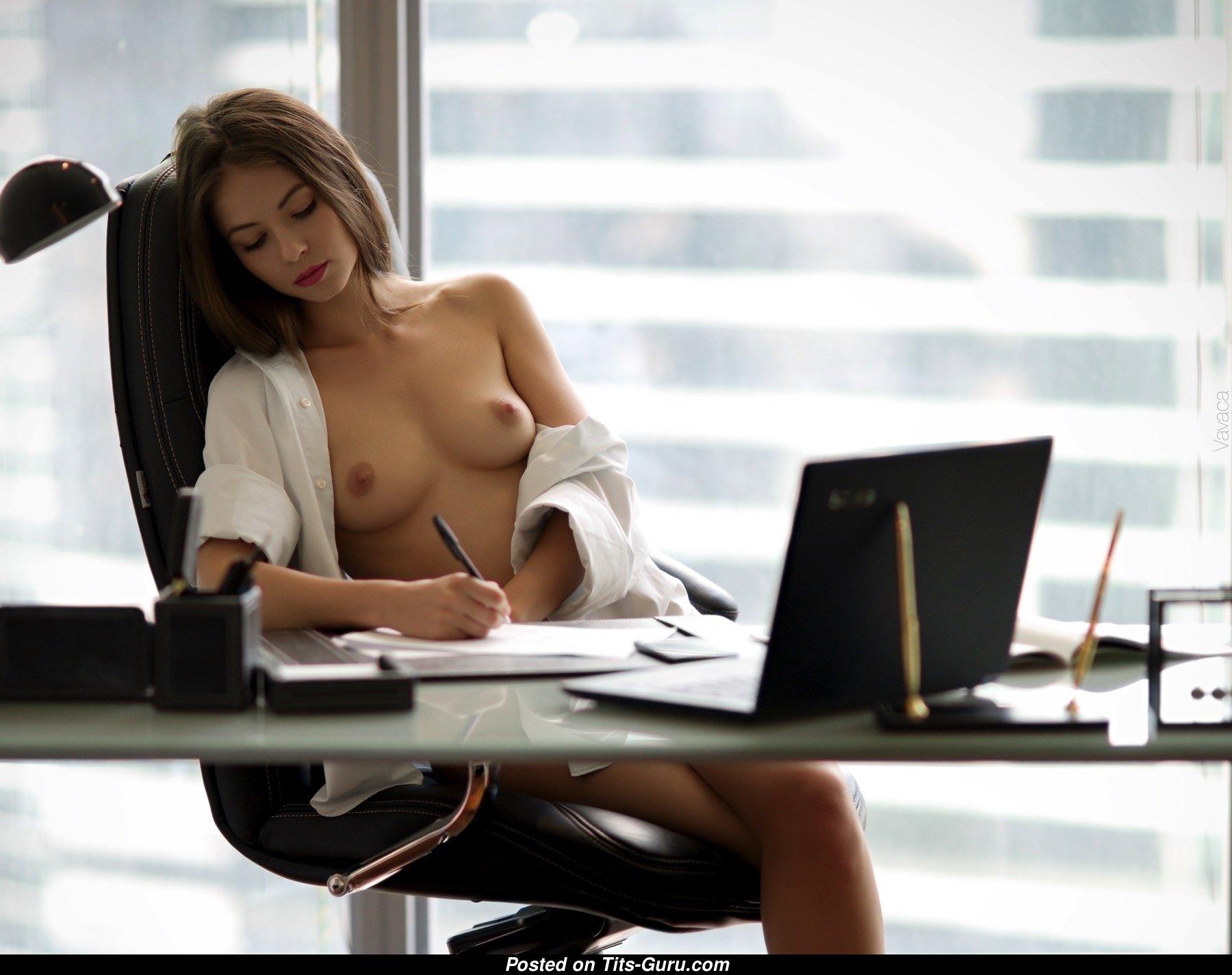 Девушки делают работу голые как заработать моделью вебкам