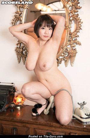 Изображение. Kaho Shibuya - фотография умопомрачительной голой азиатки с среднего размера натуральной грудью