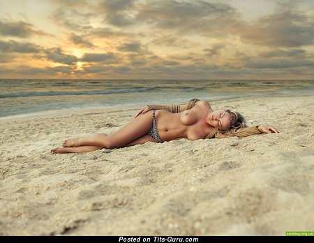 Pretty Female with Pretty Bald Great Busts on the Beach (Hd Xxx Photoshoot)