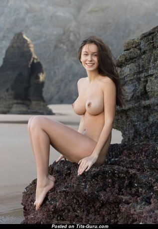 Yummy Topless Brunette Babe (Hd Sex Photo)