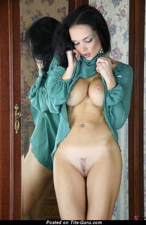 Изображение. Jenya D - изображение умопомрачительной раздетой брюнетки с большими натуральными дойками