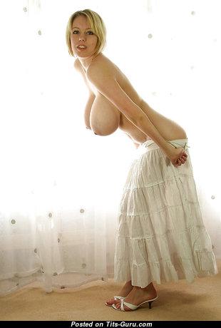 Amazing Undressed Blonde (Xxx Foto)