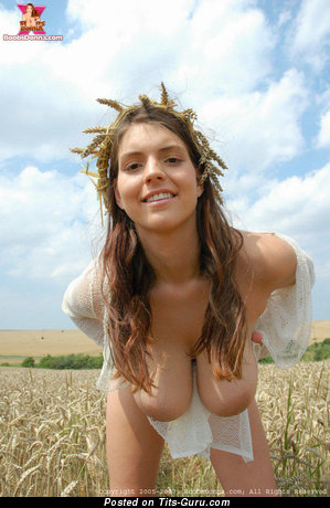Boobs Donna - Superb Babe with Superb Open Natural Full Melons (Sex Pix)