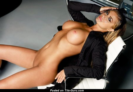 Carmen Electra - Hot Glamour American Red Hair Actress with Hot Bare Silicone D Size Boobie (Hd 18+ Image)